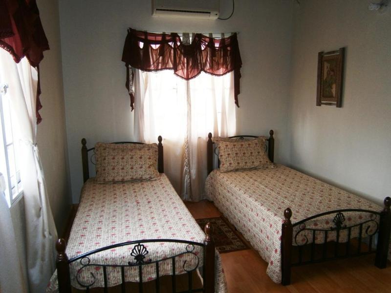 Duerme 3 dormitorio 2, 2 camas individuales, aire acondicionado