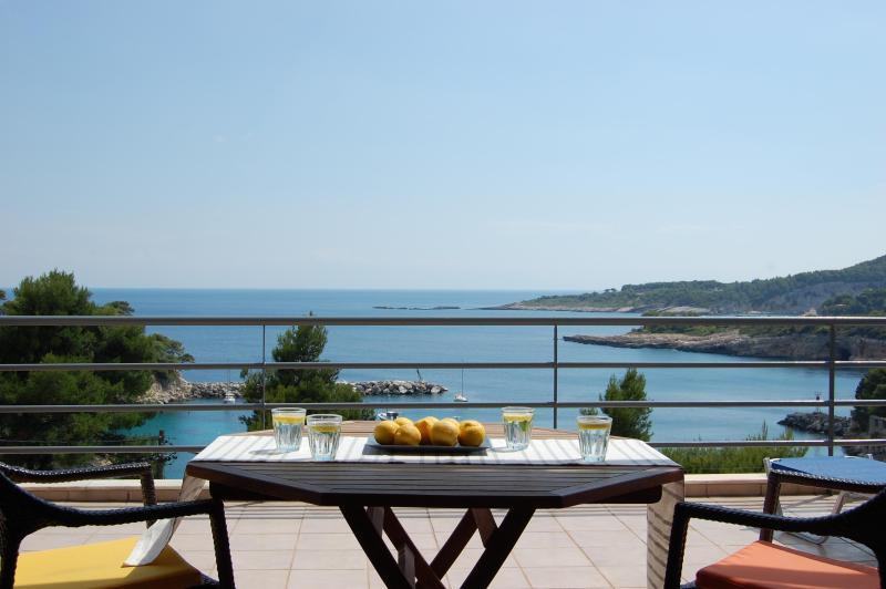 Seafront Villa, 6/7 Bedrooms,outstanding location, vacation rental in Alonnisos