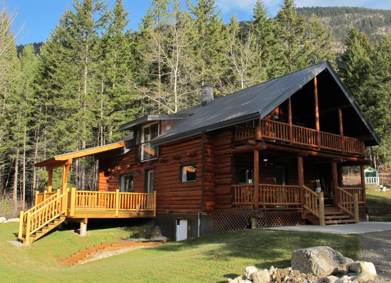 Come and enjoy the magic of Smiley Wolf Cabin -  a blend of rustic and comfort