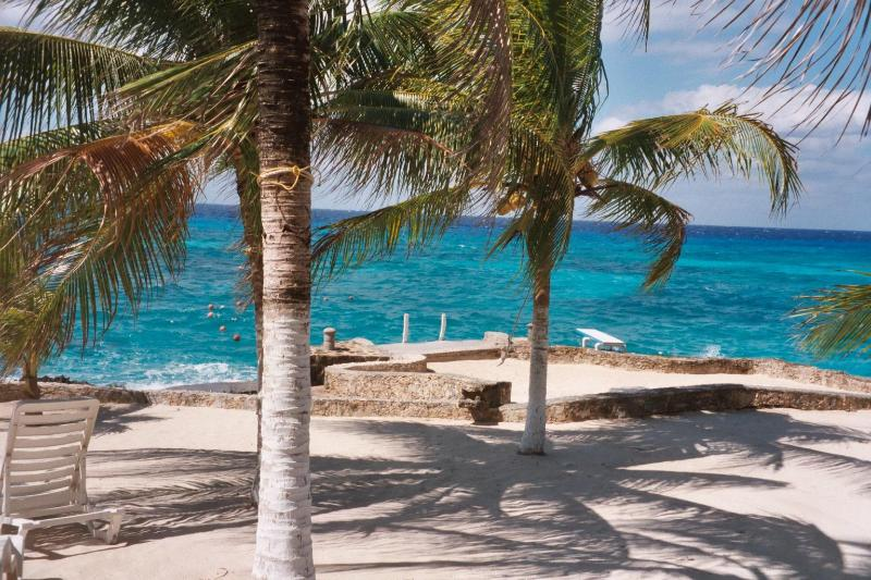 Cozumel Paradise Condo: Quiet Elegance by the Sea, vacation rental in Cozumel