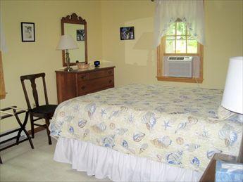 Eerste verdieping ~ slaapkamer met koningin