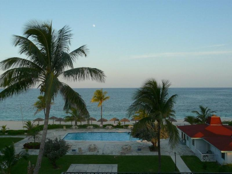 Coral Beach Grand Bahama Condo, Ferienwohnung in Freeport