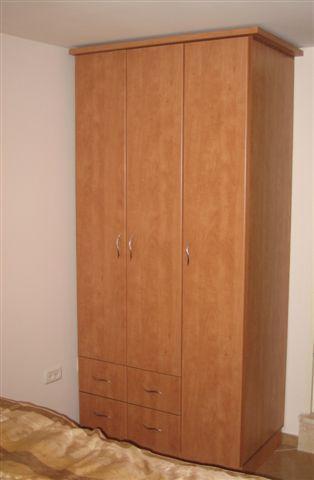 Wardrobe - plenty of room