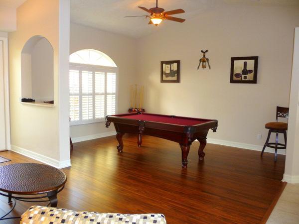 De speelkamer met professionele Pool Table