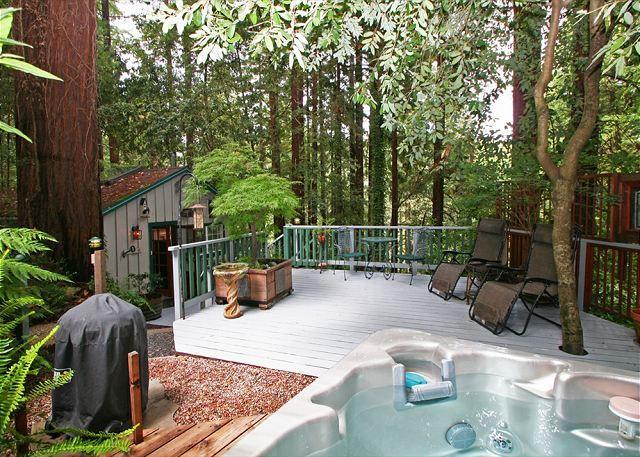 Guerneville Cottage,Decks, Hottub! Romantic get away!, vacation rental in Duncans Mills