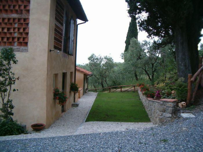 Fiordaliso House - The private area with BBQ