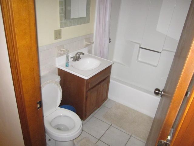 full bathroom with tub