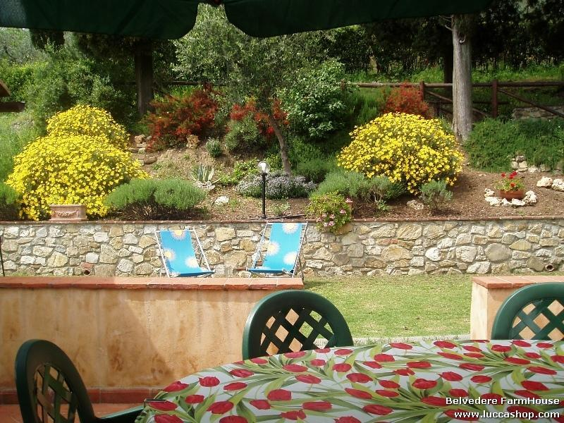 Fiordaliso House - The private garden with BBQ