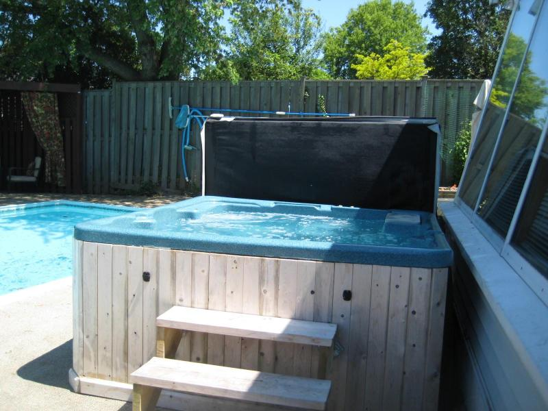 Hot tub that seats 6