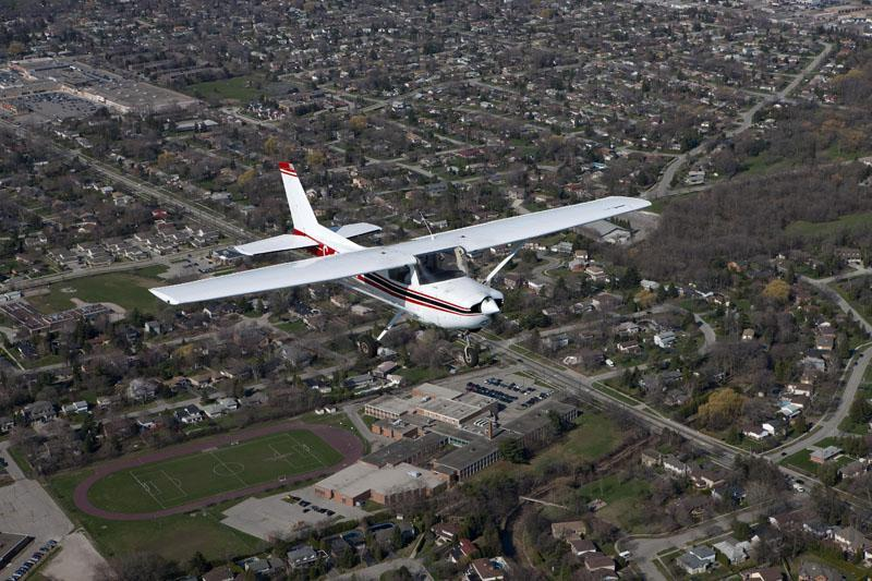 Spectrum Airways Aerial Tours, 10 min from Milton, arrange a flight around the CN Tower