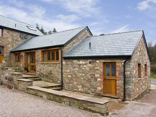 THE BYRE, romantic, luxury holiday cottage, with a garden in Llanddewi Skirrid, location de vacances à Monmouthshire