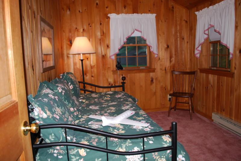 2nd bedroom - trundle bed