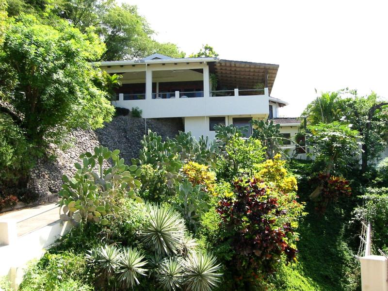 Villas Casa Loma - Entering paradise - Villa 1