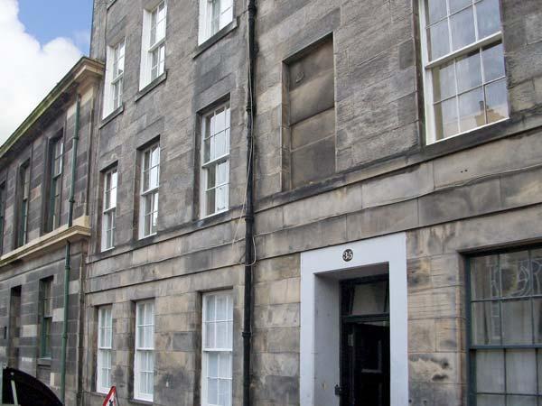 35 BARONY STREET, family friendly, country holiday cottage in Edinburgh, Ref, vacation rental in Edinburgh