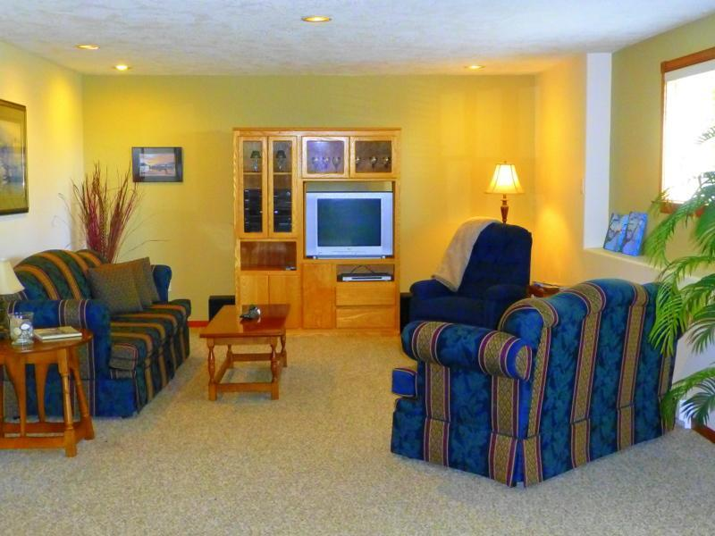 2 bedroom suite located between Victoria & Sidney, holiday rental in Saanichton