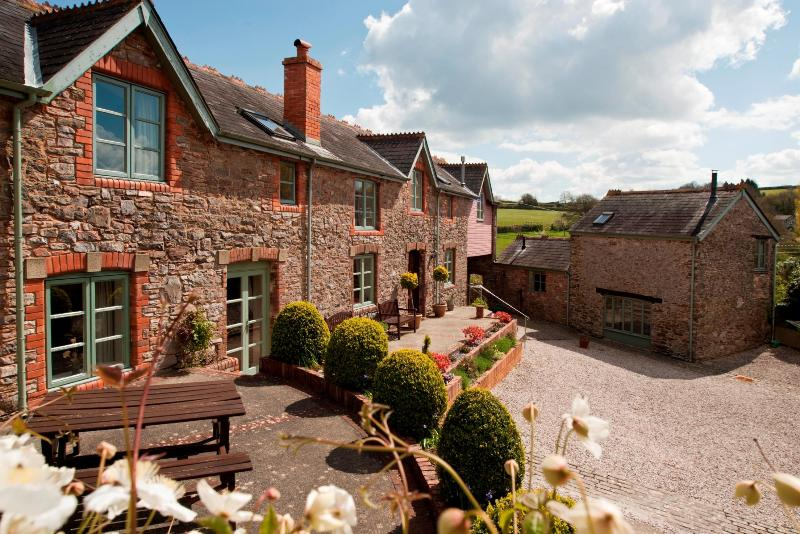 Long Barn Luxury Holiday Cottage, holiday rental in Newton Abbot