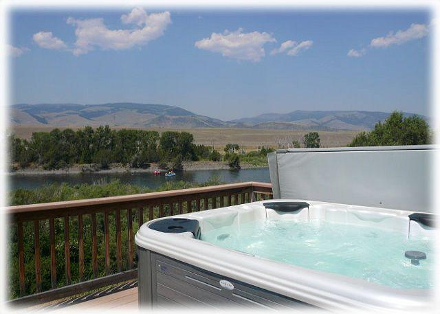 All homes feature riverside hot tubs!