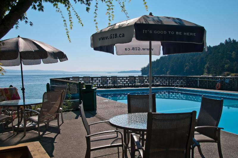 Inn Of The Sea Resort-Newly renovated, Oceanview & Includes the use of two kayak, alquiler de vacaciones en Gabriola Island