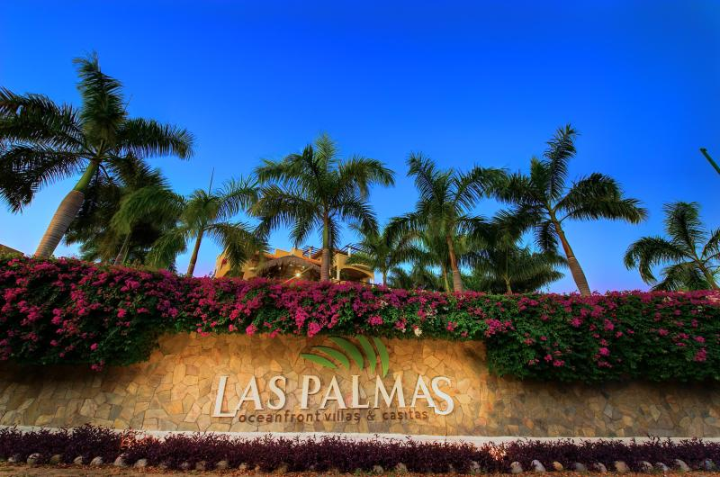 Las Palmas Main Entry