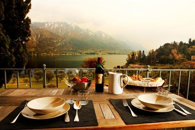 A charming apartment in front of the lake, vacation rental in Bellagio