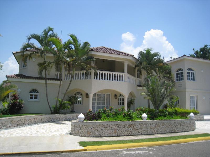 Front of one of the 90+ villas at the resort - villa guests ALWAYS receive golf carts - guaranteed!!