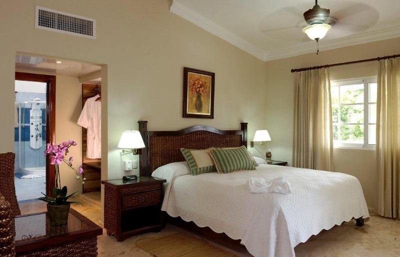 Each villa bedroom has an adjoining private bath