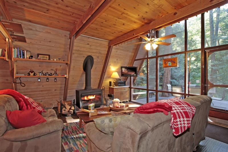 If your cabin getaway involves watching movies, Idyllcreek has a nice flatscreen HDTV plus DirectTV.