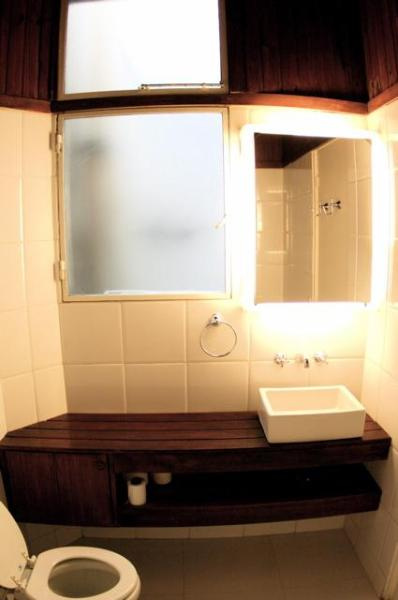Bathroom - comes with hairdryer/ hair straighteners