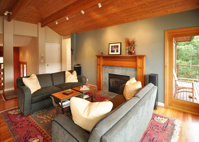Welcome to Seaside!  A warm living space welcomes you to a cozy stay.