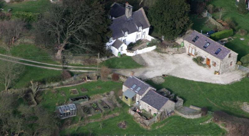 aerial view (Gwenoldy on the right)