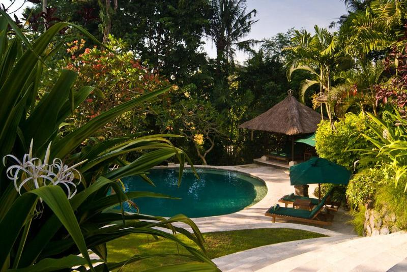 Villa Bougainvillea 3-bdrm Canggu Bali Riverside, holiday rental in Tanah Lot