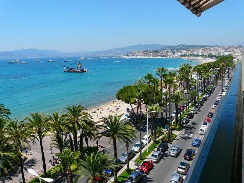 cannes Croisette  panoramic sea view  7th floor  loggia wifi garage south facing, vacation rental in Cannes