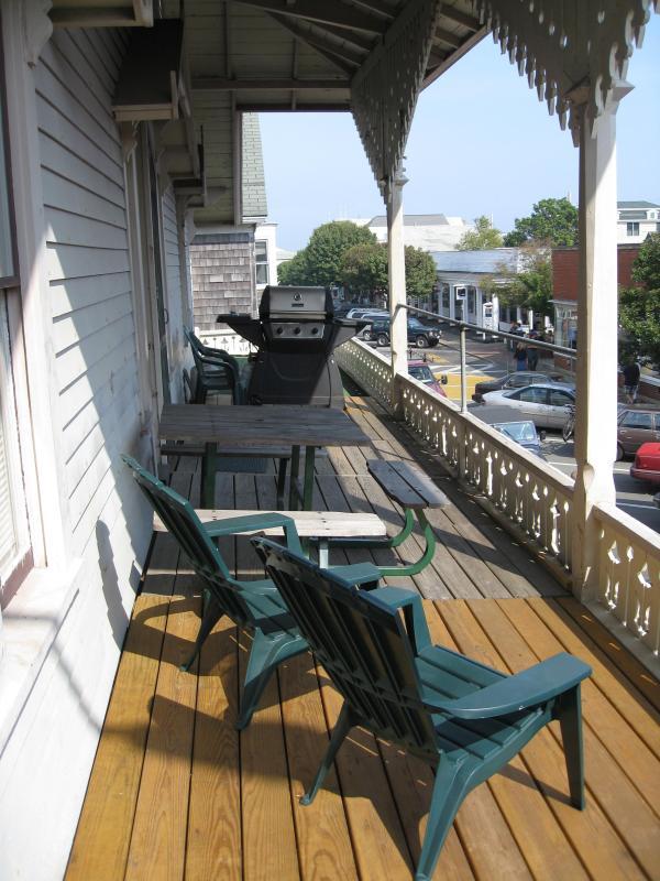 Vista porche con vistas a la calle principal - 1
