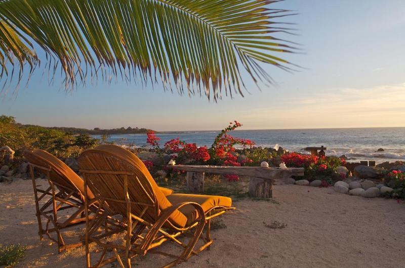 Casa Porvenir Compound Villa: Sculpted Elegance on the Beach, holiday rental in Troncones
