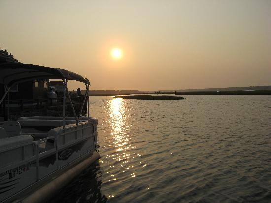 Sonnenuntergang auf unserer Pontonboote