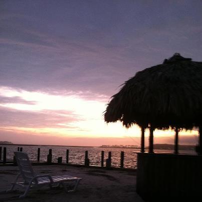 Herrliche Sonnenuntergänge von der Tiki-Hütte