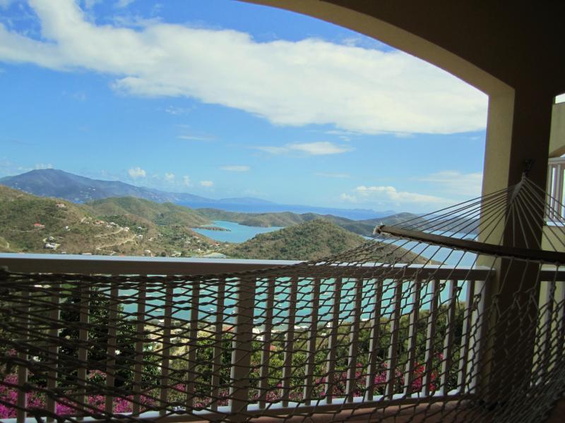 ... e, na varanda, uma vista de olho-de-rede do mundo