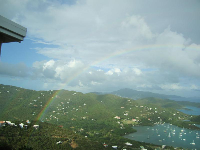 De arco-íris sobre a Baía do Coral...