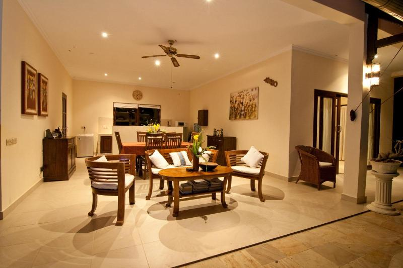 open dinning  room and kitchen
