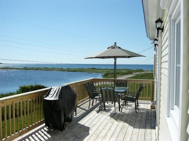 Front deck over looking lake and ocean