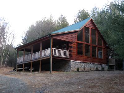 Mountain Breeze Log Cabin, alquiler vacacional en Austinville