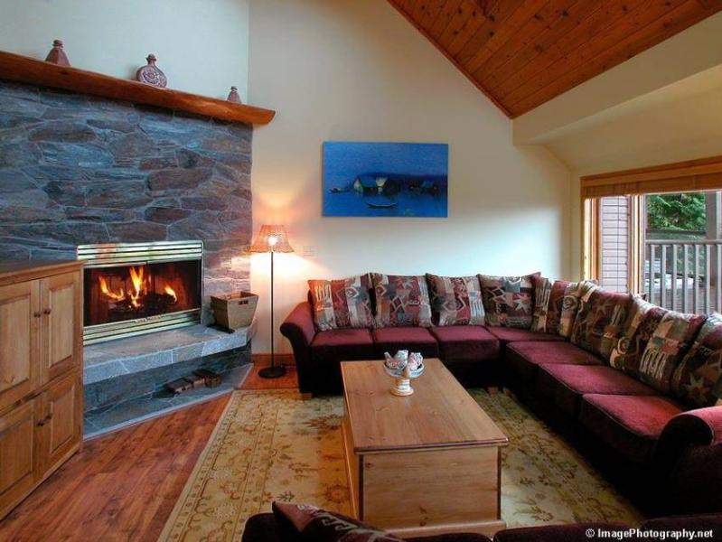 HUGE ski-in/out townhouse to Blackcomb AND Whistler Mtns! LIVE RESERVATIONS! Save time & book online with VISA or MASTERCARD & get instant reservation confirmation!