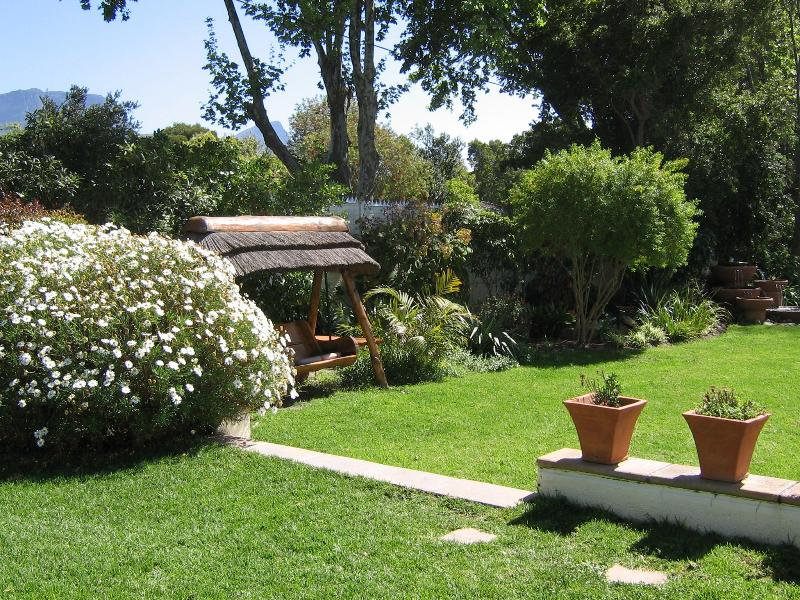 Cottage Cabernet - Access to Main Garden
