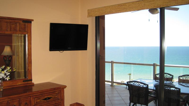 The two front bedrooms (Master and 2nd) have wall mounted flat screen tvs and an ocean view.