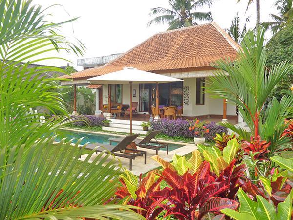 Sorprendente villa, giardini e piscina.