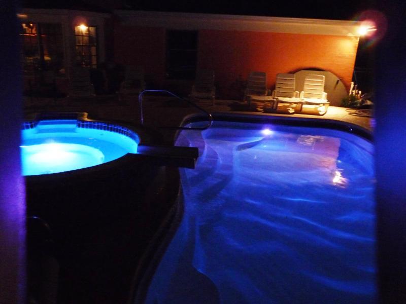 Vista para o mar Oaks piscina/Spa noite