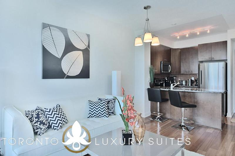 Grace - Luxury Furnished Executive Condo Yorkville, vacation rental in Toronto