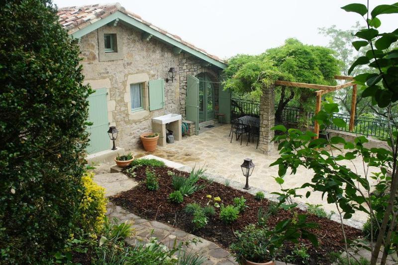 Vista della casa da giardino terrazzato