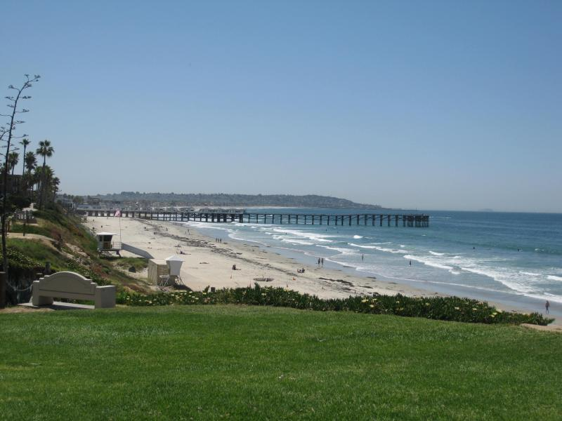 Only a 3 min.walk to 'the area's best beach' (S.D. Home And Garden Mag.), with a grassy park.