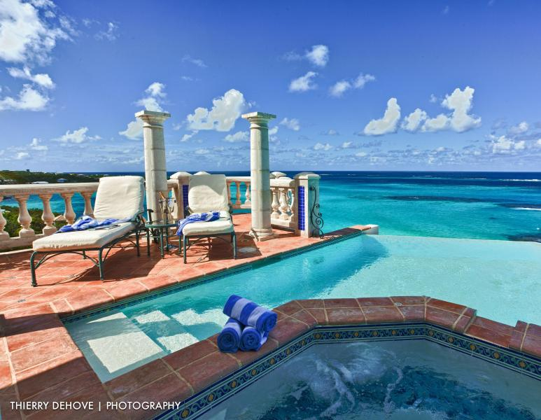 Location, Location, Location! Stunning Villa Azure, vacation rental in Little Harbour